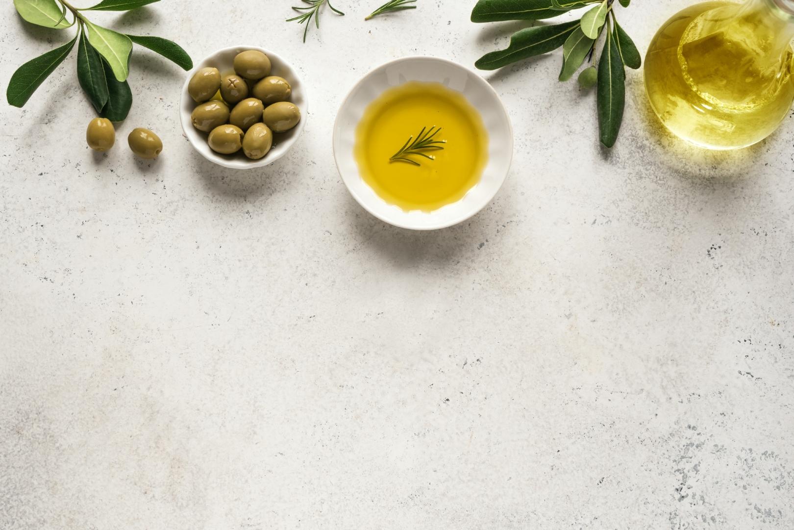 aceite de oliva y aceitunas